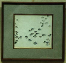網目カワハギ「たわ群れて」<br /> 突堤の際を沢山の小魚が群れていたので<br /> 網ですくうとカワハギの稚魚カワハギの肌はたわしのようで<br /> 絵の具がのらず苦労した作品一ヶ月は要した